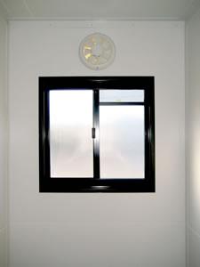 Caravan-bathroom-window